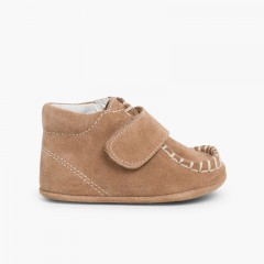Baby booties in suede with Velcro fastenings Taupe