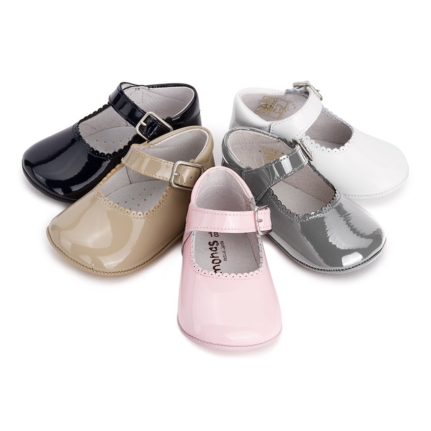 Patent leather Mary Janes for babies with buckle