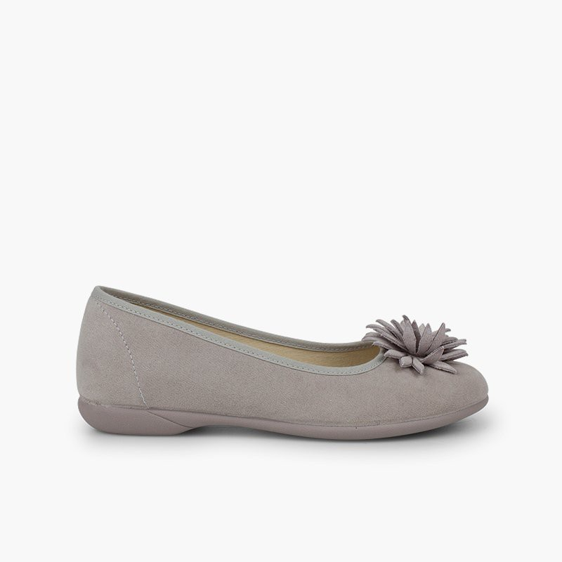 Flower-embellished women and girl´s ballet flats