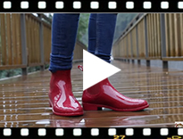 Video from Chelsea Short Wellies by Igor
